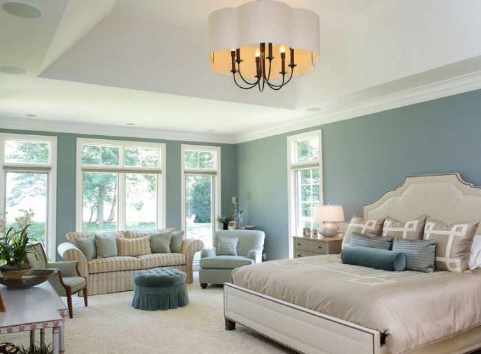 Мятный цвет в оформлении стен жилой комнаты