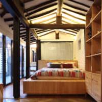 Деревянные конструкции в интерьере спальни