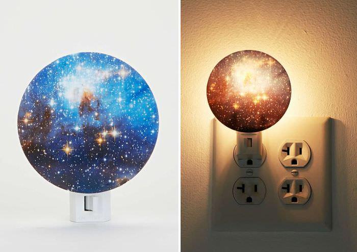 Ночные светильники, имитирующие звездное небо на стенах и потолке комнаты