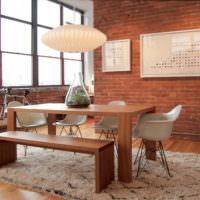 Деревянный стол на кухне в стиле лофт