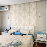 Декорирование обоями стены в спальной комнате
