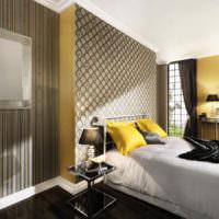 Желтые подушки в интерьере спальни