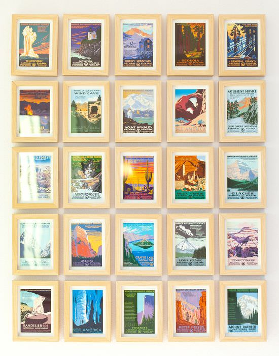 Декорирование стены своими руками с помощью старых открыток