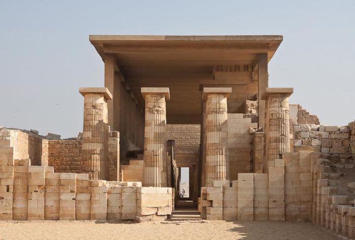 Первые в истории человечества колонны, сохранившиеся в Египте