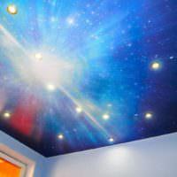 Натяжной потолок с 3D-печатью в гостиной