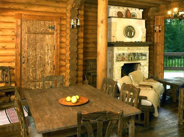 Стол для чаепития в комнате отдыха в бане стиля кантри