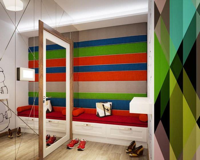 Интерьер прихожей в стиле хай-тек с обоями на стене