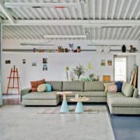 Профлист в отделке потолка жилого помещения