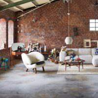 Жилая комната в здании заброшенной фабрики