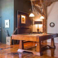 Бильярдный стол в зале загородного дома
