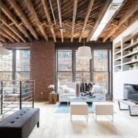 Деревянный потолок в комнате стиля лофт