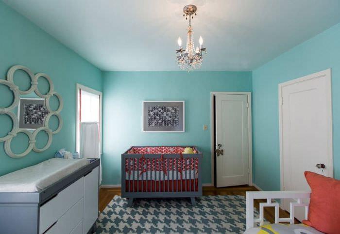Сочетание мятного цвета с серым в детской комнате
