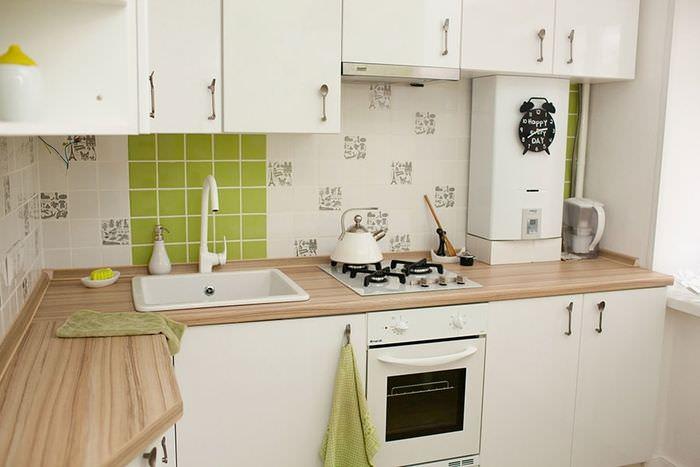 Дизайн кухонного пространства с открытым газовым котлом