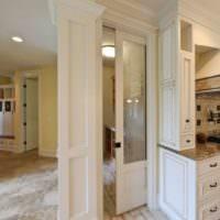Сдвижная дверь в кухне-гостиной
