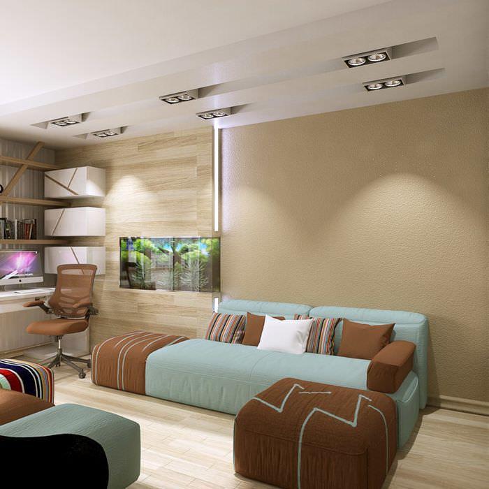 Светлые коричневые стены в небольшой гостиной городской квартиры