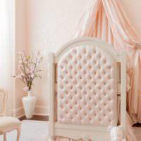 Кроватка для новорожденного в детской комнате