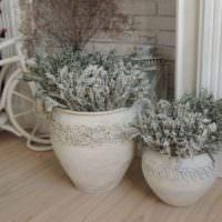 Напольные вазы с гербариями полевых растений