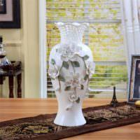 Напольная ваза с накладными украшениями