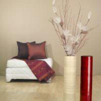 Длинная ваза цилиндрической формы