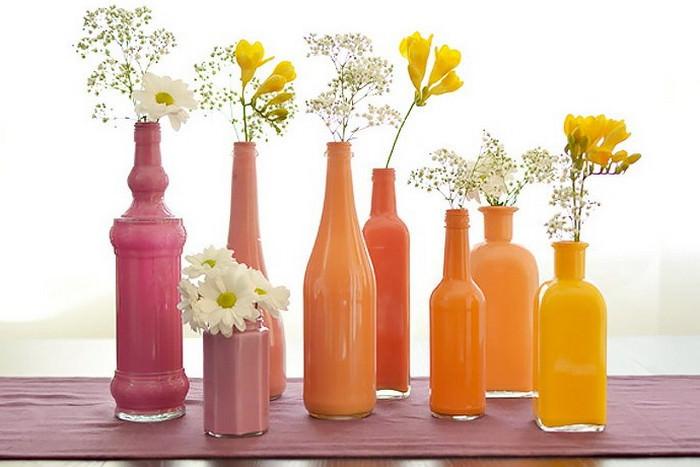 Оригинальные вазы из ненужных стеклянных бутылок