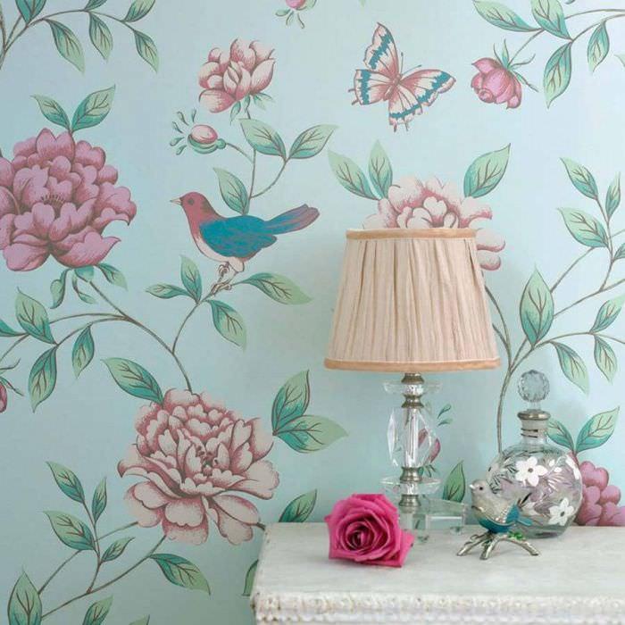 Цветочные обои в винтажном стиле для спальни частного дома