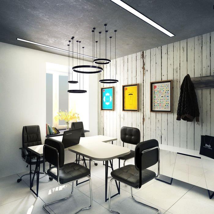 Бетонный потолок в офисе мелкой фирмы