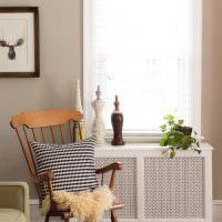 Декоративные вазы на экране радиатора отопления