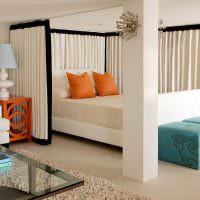 Зонирование спальни с помощью штор