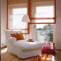 Полупрозрачные шторы на узких окнах