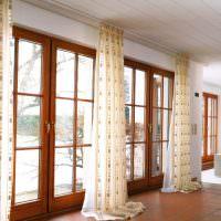 Шторы на панорамных окнах гостиной