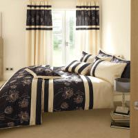 Полосатый текстиль в декорировании спальни