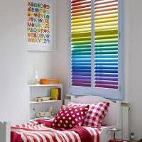 Цветные жалюзи с горизонтальными ламелями