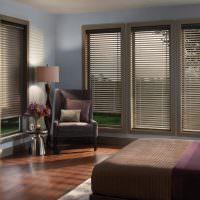 Солнцезащитные жалюзи в спальне панельного дома