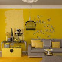 Сочетание желтого цвета с оттенками серого