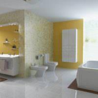 Глянцевый пол в светлой ванной комнате