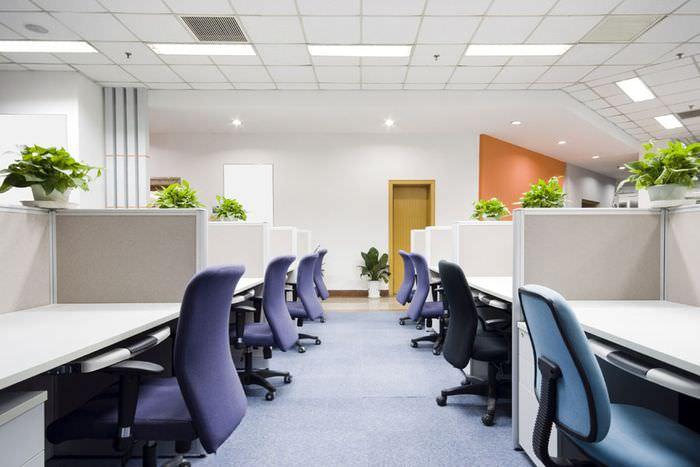 Светодиодное освещение в офисе крупной промышленной компании