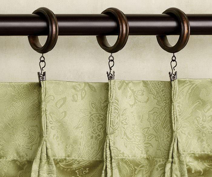 Закрепление шторы с помощью зажимов и колец
