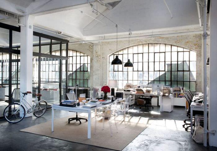 Просторное офисное помещение в скандинавском стиле
