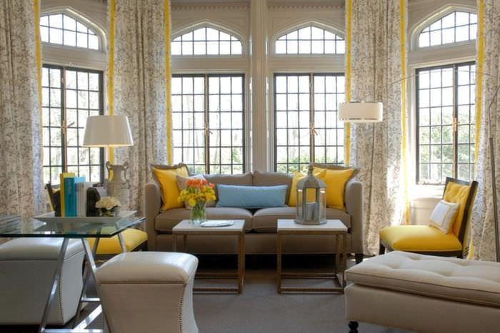 Декоративные подушки желтого цвета
