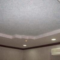 Двухуровневый потолок из гипсокартона с точечными светильниками