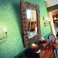 Декорирование стены красивым зеркалом
