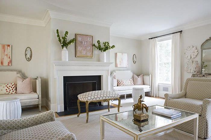 Белая гостиная в классическом стиле