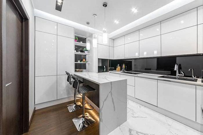 Блестящие фасады кухни в стиле минимализма