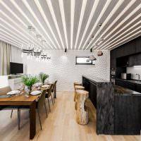 Ребристый потолок кухни-столовой