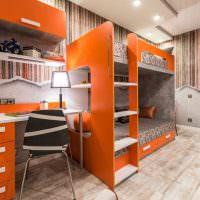 Оранжевая мебель в комнате брата и сестры