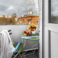 Столик для чаепития на балконе хрущевки
