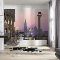 Реалистичные фотообои на стене гостиной