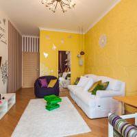 Желтый цвет в дизайне гостиной