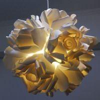 Декоративный светильник их бумажных роз