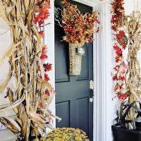 Декорирование входной двери сухими растениями